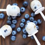 Breakfast granola pops with blueberries