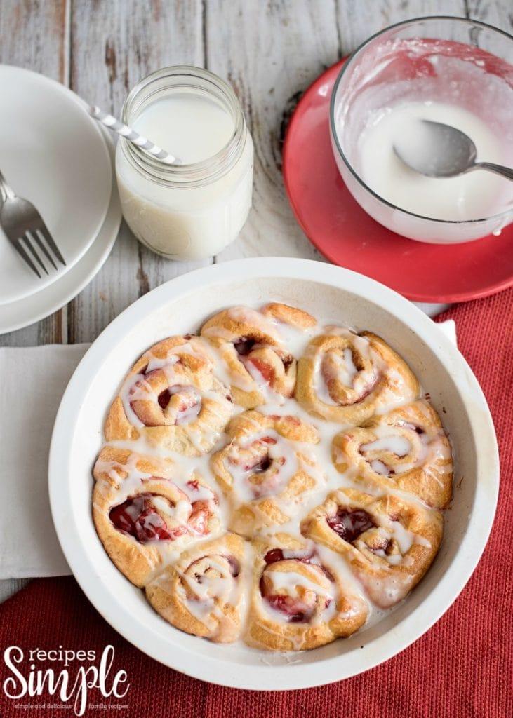 easy cherry pie cinnamon roll recipe