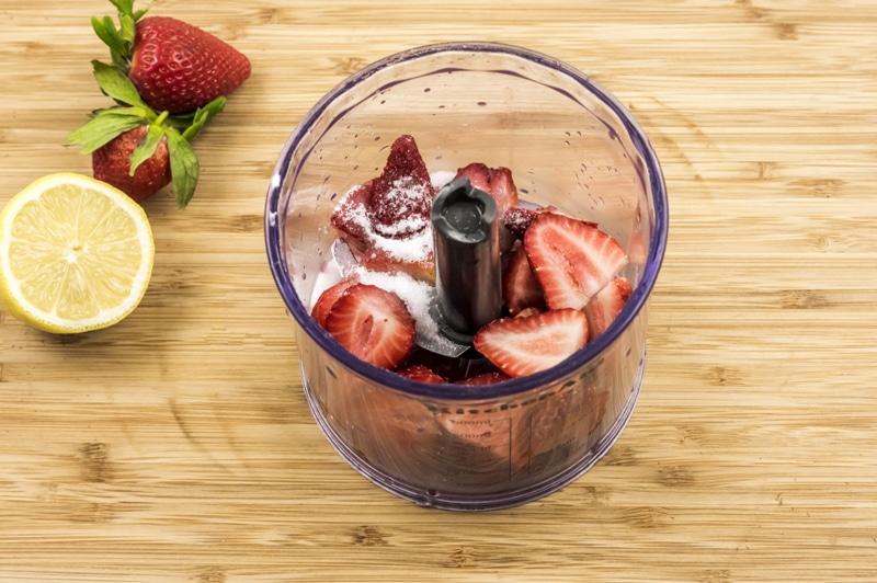 Strawberry Lemonade Mini Cheesecakes Strawberry sauce