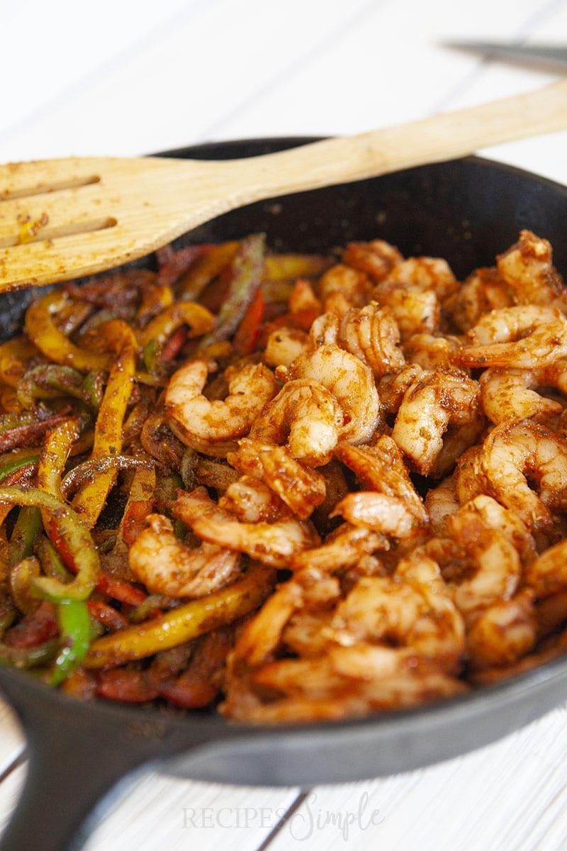 Easy Shrimp Fajitas Skillet