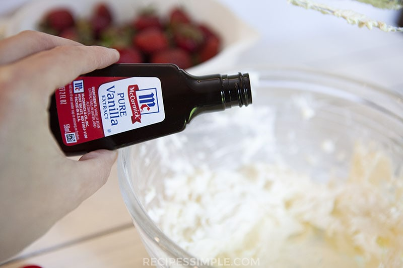 Strawberry Cream Pie powdered sugar mixture