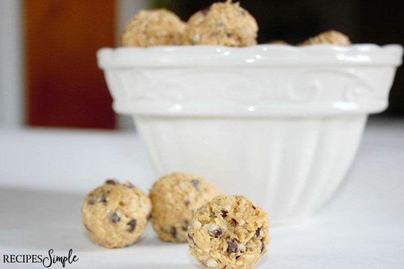 Healthy Peanut Butter Oatmeal Balls