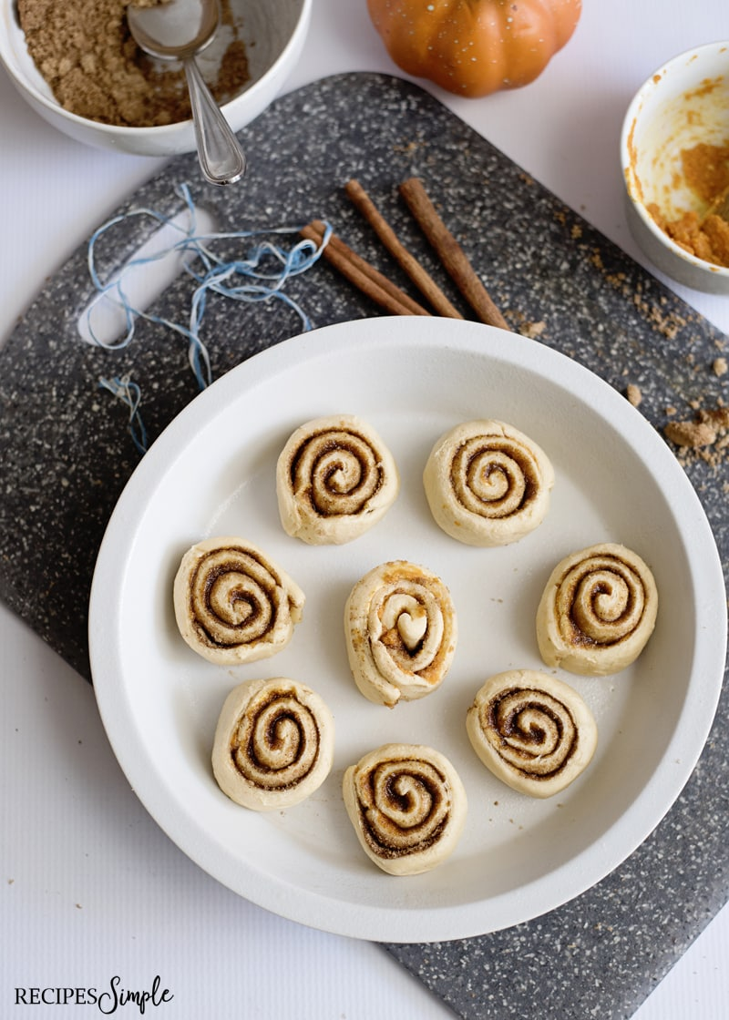 Pumpkin Spice Cinnamon Roll Pan