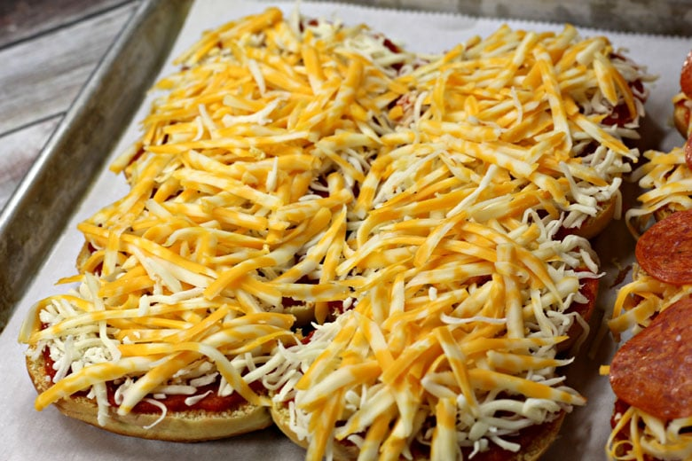 Pepperoni Pizza Sliders With Cheese Layer